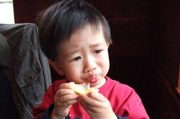 لیمو ترش خوردن کودکان واقعا دیدن داره