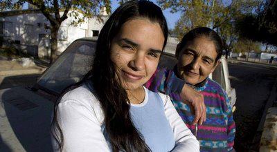 مادری با اختلاف سنی فقط 10 سال با فرزندانش.