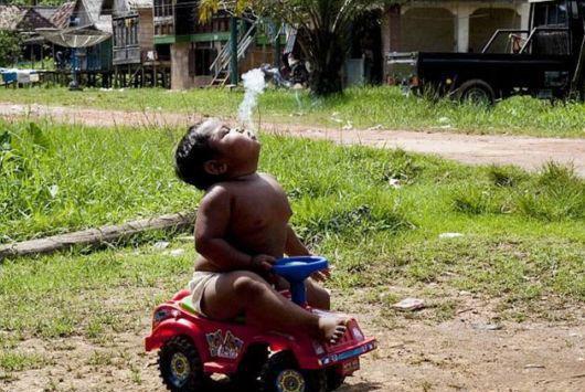 پسر بچه 2ساله معتاد به سیگار ...!!!