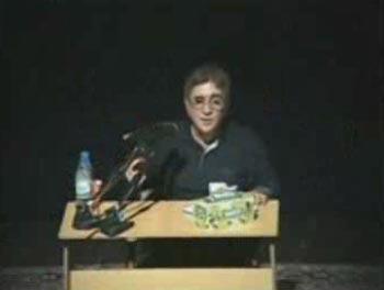 دانلود کلیپ دکتر انوشه درباره پسر باهوش زندانی
