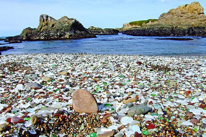 ساحل شیشه ایی در کالیفرنیا